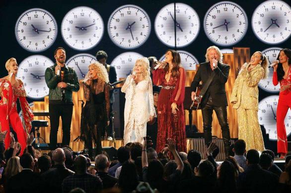 Lady Gaga giành 3 giải Grammy, bà Michelle Obama bất ngờ xuất hiện - Ảnh 5.