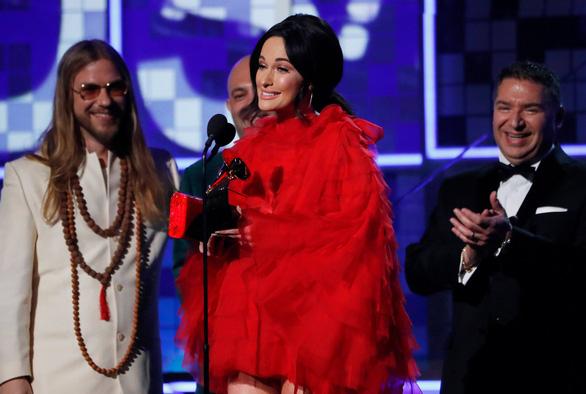 Lady Gaga giành 3 giải Grammy, bà Michelle Obama bất ngờ xuất hiện - Ảnh 3.