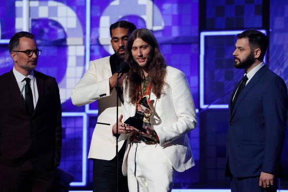 Lady Gaga giành 3 giải Grammy, bà Michelle Obama bất ngờ xuất hiện - Ảnh 2.
