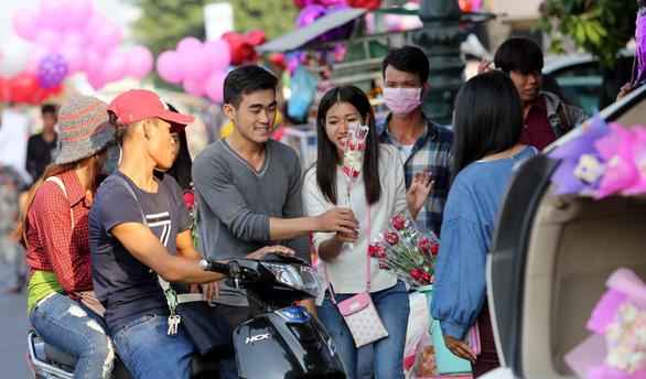 Campuchia dạy giới trẻ ngày Valentine không phải để yêu nhau - Ảnh 1.