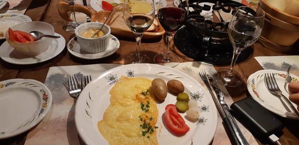 Thưởng thức món ăn ở những nhà hàng Thụy Sĩ vài trăm tuổi - Ảnh 4.