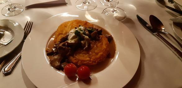 Thưởng thức món ăn ở những nhà hàng Thụy Sĩ vài trăm tuổi - Ảnh 5.