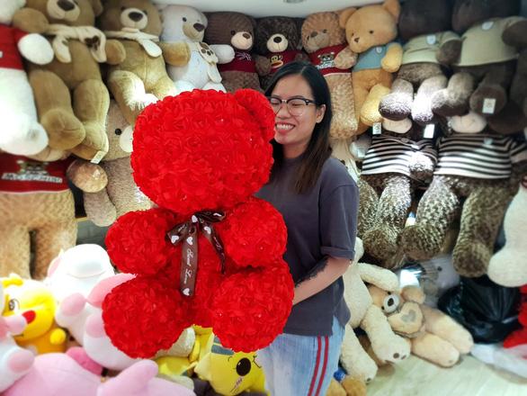 Hoa ăn được hút khách dịp Valentine - Ảnh 4.