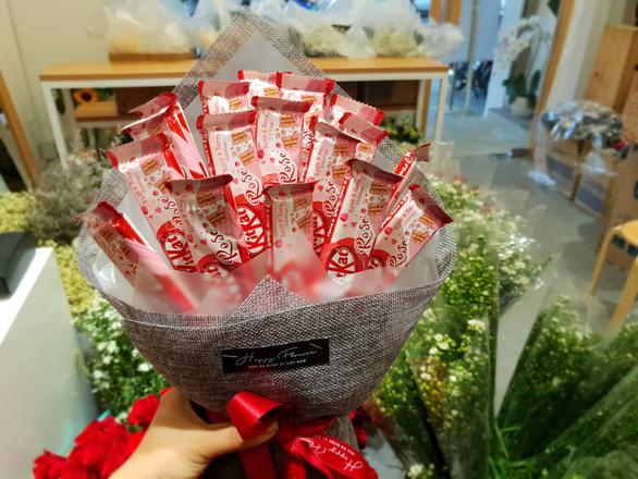 Hoa ăn được hút khách dịp Valentine - Ảnh 1.