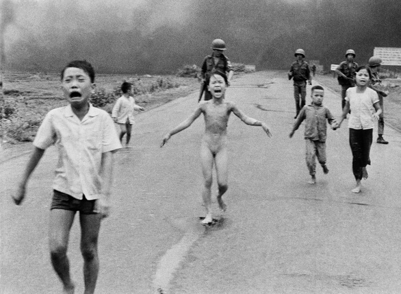 'Em bé napalm' Kim Phúc nhận giải thưởng hòa bình của Đức - Ảnh 2.
