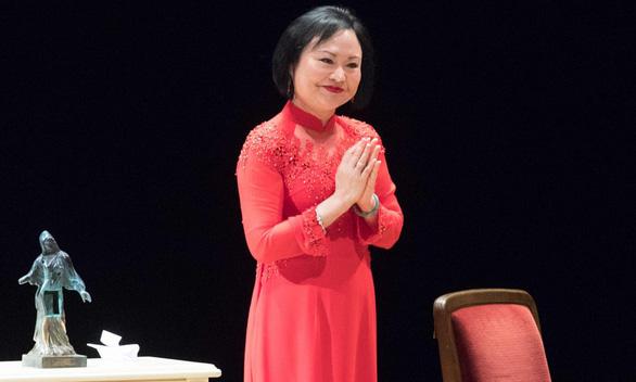 'Em bé napalm' Kim Phúc nhận giải thưởng hòa bình của Đức - Ảnh 1.