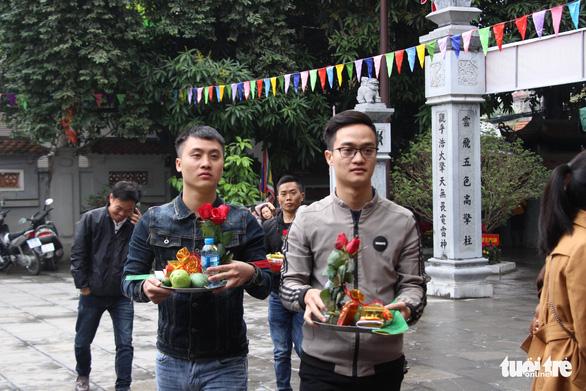 Dịp Valentine, bạn trẻ nô nức đến chùa Hà cầu duyên - Ảnh 4.