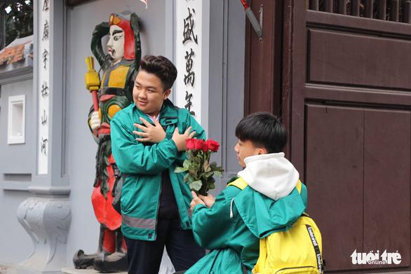 Dịp Valentine, bạn trẻ nô nức đến chùa Hà cầu duyên - Ảnh 5.