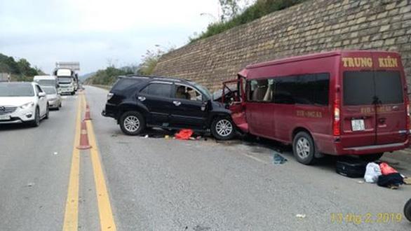 Xe 7 chỗ và xe khách tông nhau trên cao tốc, 9 người bị thương - Ảnh 2.