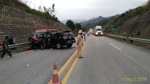 Xe 7 chỗ và xe khách tông nhau trên cao tốc, 9 người bị thương - Ảnh 3.
