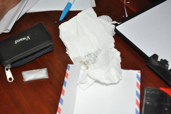Phát hiện tài xế xe container sử dụng, tàng trữ chất ma túy - Ảnh 2.