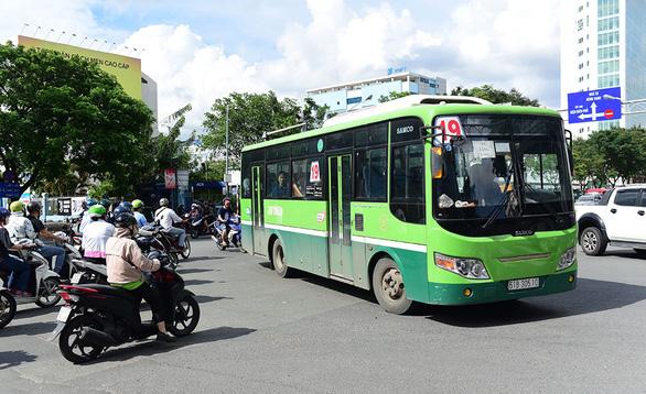 Tìm hướng tháo gỡ khó khăn cho xe buýt - Ảnh 1.