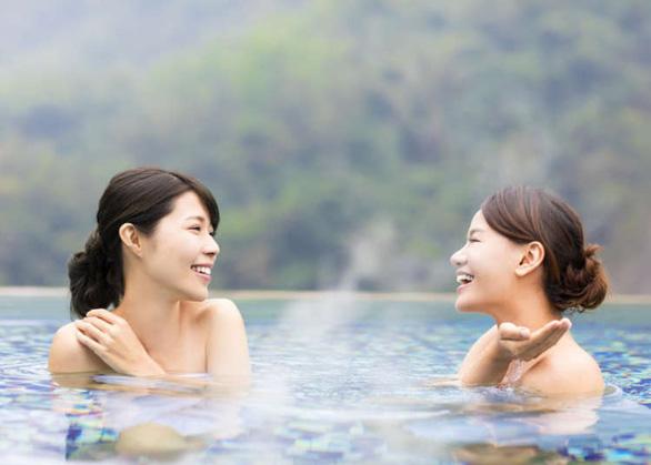 Đừng quên những điều này khi tắm onsen ở Nhật - Ảnh 1.