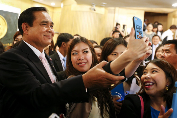 Thủ tướng Thái Lan bị cấm đi vận động phiếu bầu - Ảnh 1.