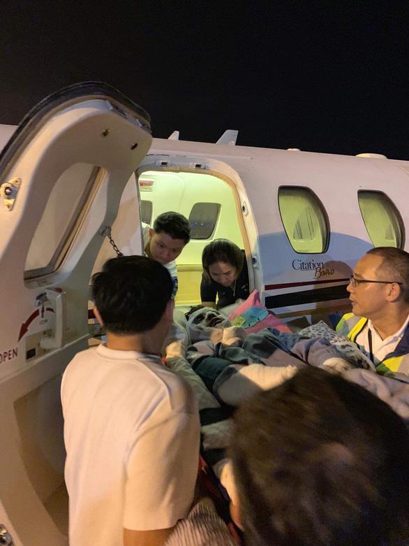 Nạn nhân bị tạt axít ở Quảng Ngãi điều trị bước đầu tại Bangkok - Ảnh 2.