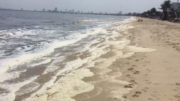 Nước biển bất thường ở Đà Nẵng: Có 2 thông số vượt tiêu chuẩn - Ảnh 1.