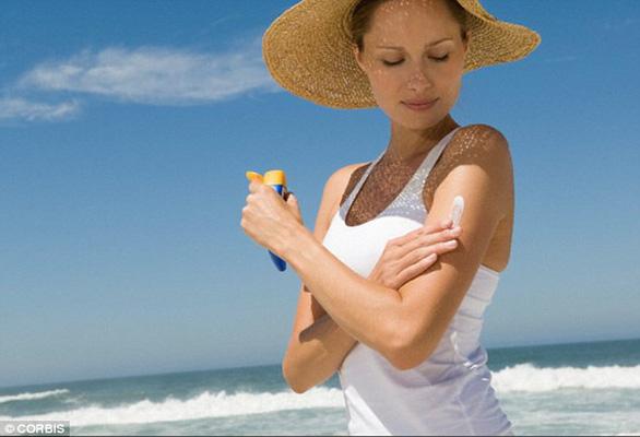 Trời nắng nóng, phòng chống tia UV thế nào? - Ảnh 3.