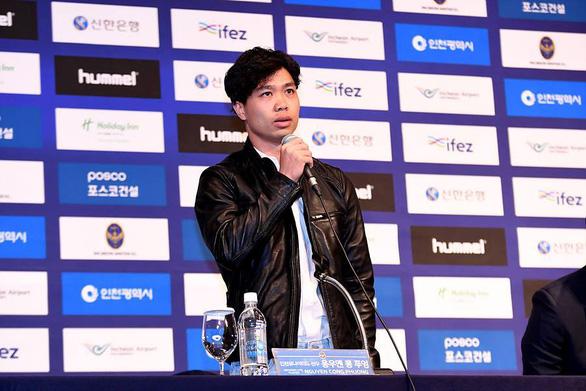Video Công Phượng hứa cố gắng đưa bóng đá Việt Nam ra quốc tế - Ảnh 2.
