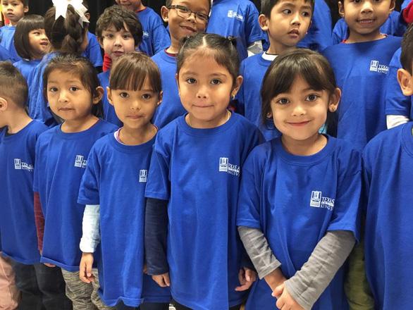 Cô giáo lớp 3 quyên góp áo thun tặng học trò nuôi mơ ước - Ảnh 3.
