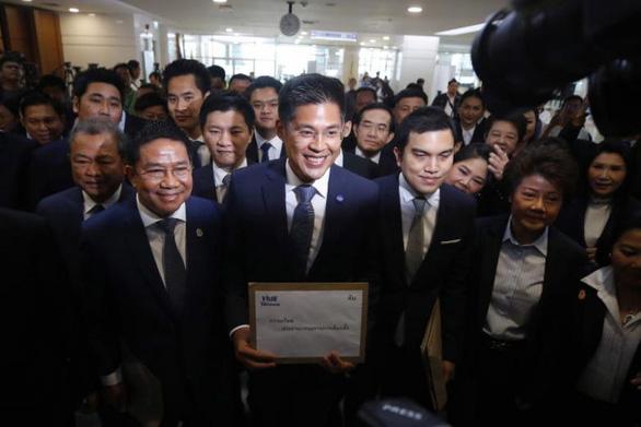 Đối thủ của ông Thaksin gấp rút giải tán đảng đề cử công chúa Thái Lan - Ảnh 1.