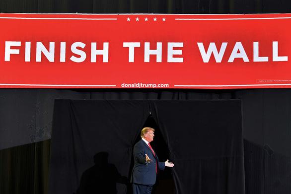 Cái giá của bức tường biên giới - Ảnh 1.
