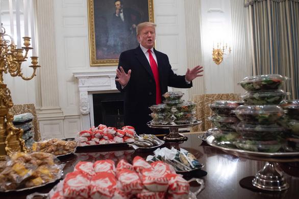 Nhà Trắng: Ông Trump ăn cá nhiều hơn do ở ngưỡng béo phì - Ảnh 1.