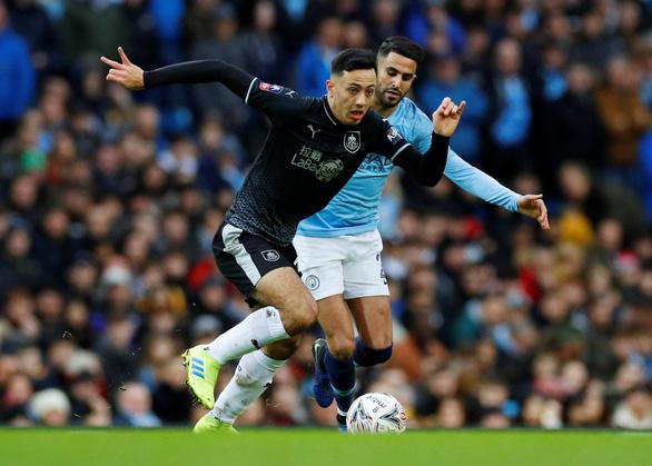 HLV Guardiola tiếc nuối vì để Mahrez dự bị - Ảnh 1.