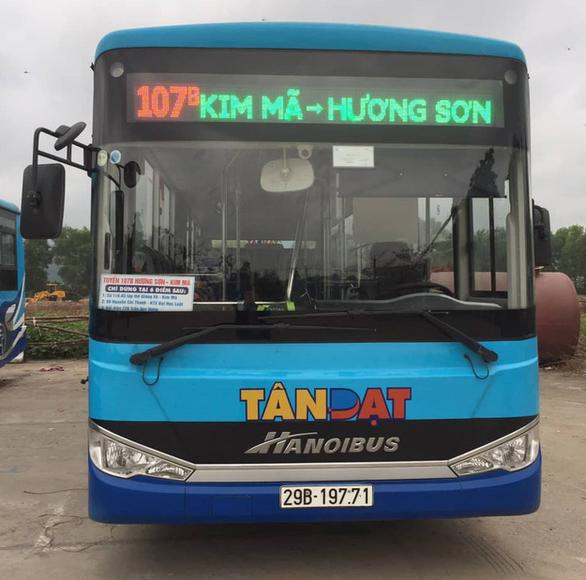 Hà Nội có xe buýt chuyên phục vụ khách đi hội chùa Hương - Ảnh 1.