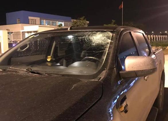 Ôtô bị ném vỡ kính trên đường cao tốc Hà Nội - Hải Phòng - Ảnh 2.