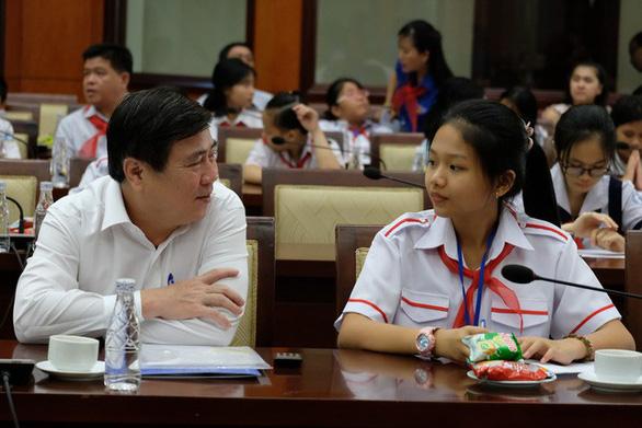 Thiếu nhi nói chuyện về môi trường với lãnh đạo TP.HCM - Ảnh 1.