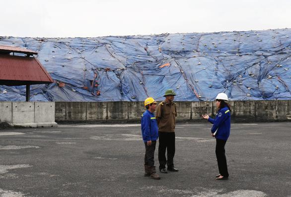 Tạm giữ hình sự nhóm bảo vệ trộm 140 tấn than tại Quảng Ninh - Ảnh 1.