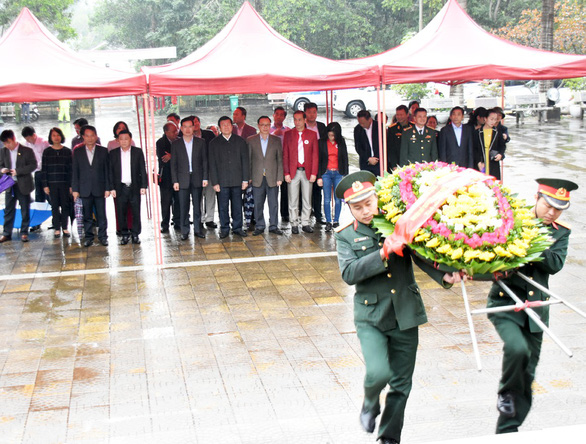 Nguyên Chủ tịch nước Trương Tấn Sang viếng liệt sĩ tại nghĩa trang Vị Xuyên - Ảnh 4.