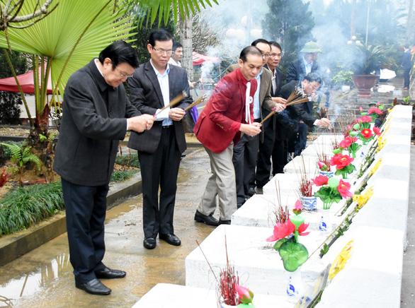 Nguyên Chủ tịch nước Trương Tấn Sang viếng liệt sĩ tại nghĩa trang Vị Xuyên - Ảnh 5.