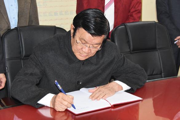 Nguyên Chủ tịch nước Trương Tấn Sang viếng liệt sĩ tại nghĩa trang Vị Xuyên - Ảnh 3.