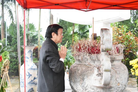 Nguyên Chủ tịch nước Trương Tấn Sang viếng liệt sĩ tại nghĩa trang Vị Xuyên - Ảnh 1.