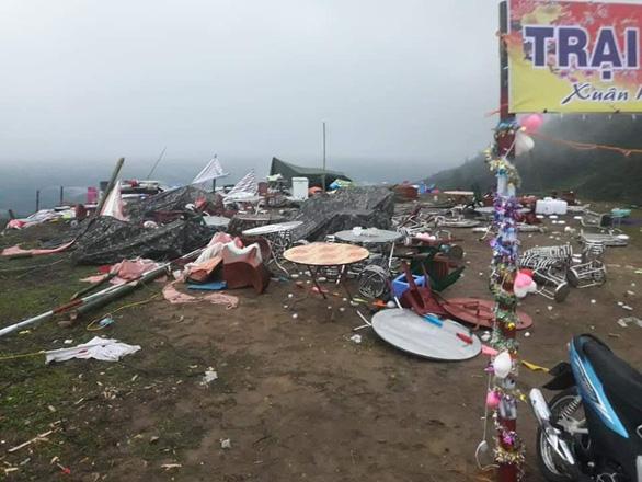Hàng chục nhà dân bị thiệt hại do dông lốc, mưa đá ở các tỉnh phía Bắc - Ảnh 2.