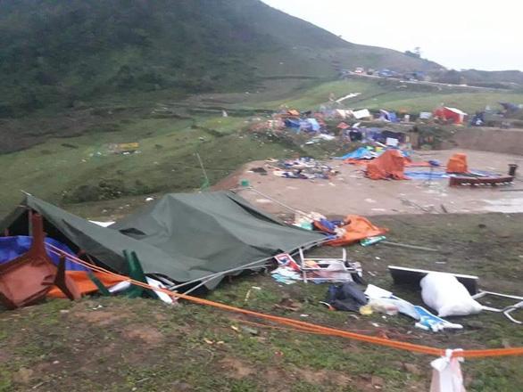 Hàng chục nhà dân bị thiệt hại do dông lốc, mưa đá ở các tỉnh phía Bắc - Ảnh 5.