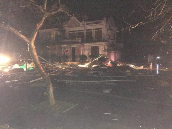 Hàng chục nhà dân bị thiệt hại do dông lốc, mưa đá ở các tỉnh phía Bắc - Ảnh 3.