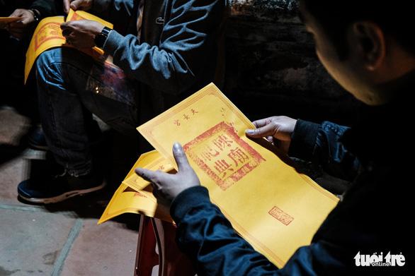 2.000 nhân viên an ninh trắng đêm với hàng nghìn người xin ấn đền Trần - Ảnh 13.