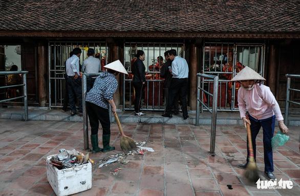2.000 nhân viên an ninh trắng đêm với hàng nghìn người xin ấn đền Trần - Ảnh 15.