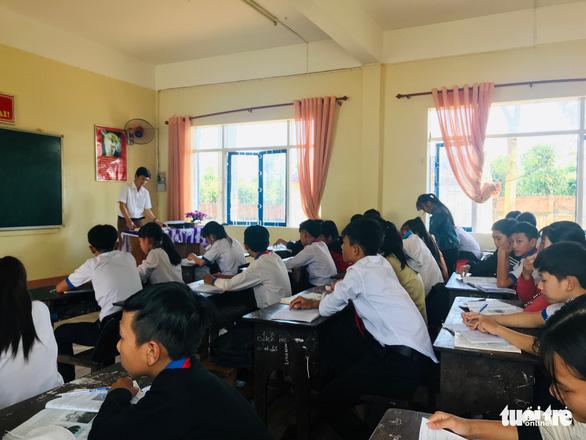 Một trường dạy thêm cho... 100% học sinh - Ảnh 2.