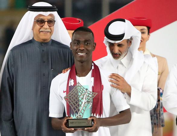 Almoez Ali giành cú đúp danh hiệu cá nhân - Ảnh 1.