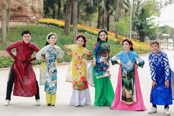 Phi Nhung cùng các con nuôi tung Mùa xuân hạnh phúc - Ảnh 3.