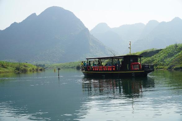 Quảng Bình mở tuyến du lịch đường sông tham quan các làng nghề - Ảnh 1.
