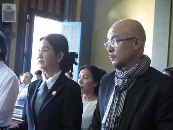 Gay gắt phiên toà xử ly hôn vợ chồng vua cà phê Trung Nguyên - Ảnh 1.