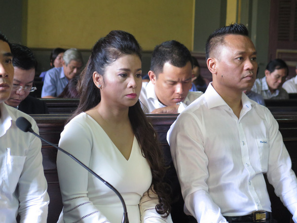 Gay gắt phiên toà xử ly hôn vợ chồng vua cà phê Trung Nguyên - Ảnh 2.