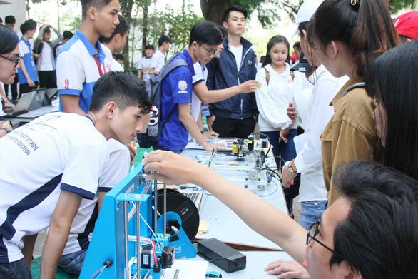 Đại học đầu tiên đào tạo miễn phí ngành robot, trí tuệ nhân tạo - Ảnh 1.