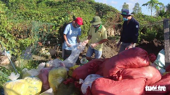 Doanh nghiệp chôn trái phép hơn 1,5 tấn thuốc bảo vệ thực vật quá đát - Ảnh 1.
