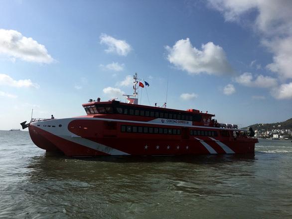 Khắc phục xong sự cố, Côn Đảo Express 36 đưa khách ra Côn Đảo - Ảnh 1.