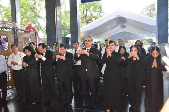 Đưa linh cữu bà Nguyễn Thị Thu về Nhà tang lễ thành phố - Ảnh 1.